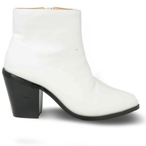 Women's White Pointed Toe Chunky Heel Booties